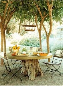 garden table Tree stump serves as base for a rustic garden table - I really love this idea from Interiorholic! (And I have a similar table my great-grandmother made for the house) Tree Stump Furniture, Diy Garden Furniture, Outdoor Furniture Sets, Furniture Ideas, Antique Furniture, Modular Furniture, Urban Furniture, Furniture Redo, Painted Furniture