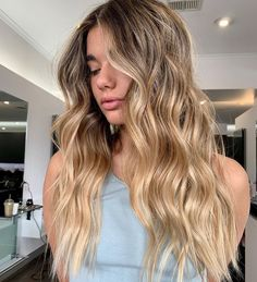 10 Hair Color Trends You'll Want to Try Immediately Blonde Hair With Brown Roots, Dying Hair Blonde, Honey Blonde Hair Color, Golden Blonde Hair, Blonde Hair Looks, Honey Hair, Dirty Blonde Hair With Highlights, Lilac Hair Dye, Dyed Hair