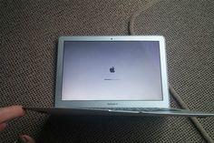 MacBook Air é resistente a queda de avião - http://metropolitanafm.uol.com.br/novidades/tecnologia/macbook-air-e-resistente-queda-de-aviao