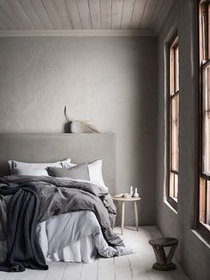 Linens in the bedroom - H&M Home.