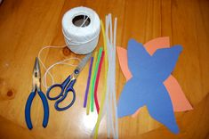 mariposas papel de seda-vía-AHDO1 Construction Paper, All You Need Is, Garland, Crafts For Kids, Butterfly, How To Make, Fun, Minnie Mouse, Cakes