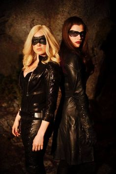 The Black Canary / Sara Lance and The Huntress / Helena Bertinelli - Caity Lotz and Jessica De Gouw - Arrow