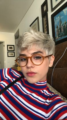 I wish my hair would look cute like this - Kurzhaarschnitte - Cheveux Pixie Hairstyles, Pixie Haircut, Haircuts, Cut My Hair, New Hair, Curly Hair Styles, Natural Hair Styles, Dream Hair, Short Hair Cuts