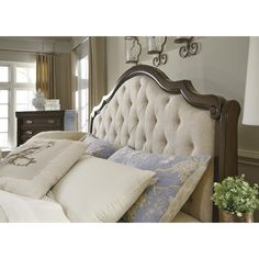 Moluxy King Bed with Upholstered Sleigh Headboard by Signature Design by Ashley at Suburban Furniture Diy Home Decor Bedroom, Bedroom Furniture Design, Wood Bedroom, Bedroom Ideas, Bedroom Retreat, Teak Furniture, Gray Bedroom, House Furniture, Bedroom Designs