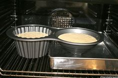 Great tip for baking with the Giant Cupcake pan. The top of the cupcake bakes faster than the bottom because its smaller and there's less batter. Put another pan half filled with water under the lid Giant Cupcake Recipes, Giant Cupcake Cakes, Cake Decorating Techniques, Cake Decorating Tips, Big Cupcake, Large Cupcake Pan, Cupcake Mold, Sydney Food, Pretty Cupcakes