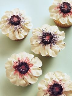 Gorgeous floral cupcakes - Sugar and Charm