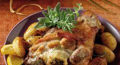 Μαριναρισμένο χοιρινό κότσι με μελωμένες πατατούλες στη γάστρα.    Μια συνταγή για ένα υπέροχο φαγητό που το μαγείρεμά του στη γάστρα ολοκληρώνει την απόλαυση. Συνοδέψτε το με κρασάκι και σίγουρα θα το απολαύσετε με την οικογένειά σας Greek Recipes, Desert Recipes, My Recipes, Cooking Recipes, Favorite Recipes, Greek Cooking, Cooking Time, Food N, Food And Drink