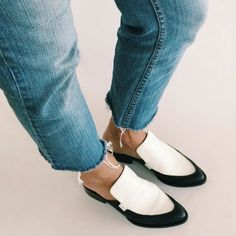 Shop the loafer trend that any fashion girl can appreciate. Leather Mules, Leather Flats, Flat Mules, Only Shoes, Dolce Vita Shoes, New Shape, Mules Shoes, Cowhide Leather, Shoe Boots