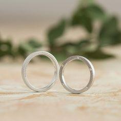 ダイヤモンド/マリッジリング:Alloro(アローロ) 側面に均一に彫り入れた月桂樹の模様。 その脇に極小のミルグレインでクラシカルな印象の結婚指輪。 [marriage ring, wedding ring,Pt900,platinum,diamond]