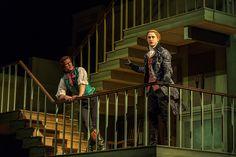 "Geoffrey Streatfeild as Archer and Samuel Barnett as Aimwell in ""The Beaux' Stratagem"" (""Strategia gołych kawalerów"")   by George Farquhar. Dir.Simon Godwin. #NTLive"