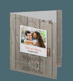 Hippe en trendy trouwkaart huwelijk met hout en linnen
