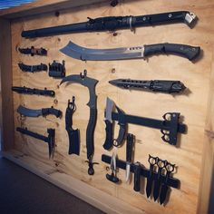 Anime Weapons, Fantasy Weapons, Weapons Guns, Guns And Ammo, Survival Weapons, Survival Skills, Tactical Survival, Tactical Knives, Tactical Gear