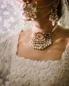 Bridal Bangles, Bridal Jewelry, Gold Jewellery, Indian Wedding Jewelry, Indian Jewelry, Home Wedding, Wedding Sets, Jewelry For Her, Jewelry Sets