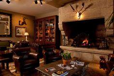 Living room fireplace via @harpertravel