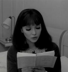 """"""" ... il suffit d'avancer pour vivre, d'aller droit devant soi, vers tout ce que l'on aime, j'allais vers toi, j'allais sans fin vers la lumière, si tu souris, c'est pour mieux m'envahir, les rayons de tes bras entrouvraient le brouillard. » Jean-luc Godard: Alphaville // Texte Paul Eluard"""
