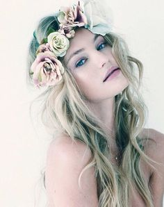 Unknown Natural Beauty Secrets from Victoria Secret Models - love the floral head piece Candice Swanepoel, Modelos Victoria Secret, Beauty And Fashion, Fashion Women, Color Fashion, Beauty Secrets, Flowers In Hair, Wedding Makeup, Her Hair