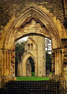 Cathedral Architecture, Gothic Architecture, Beautiful Architecture, Glastonbury Abbey, Glastonbury England, Abandoned Churches, Abandoned Places, Places Around The World, Around The Worlds