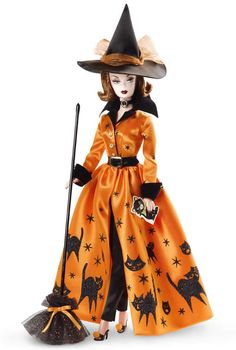 I love Barbie, and I love Halloween! This is a wonderful guide to the various incarnations of Halloween Barbie dolls that have been produced. Barbie Style, Barbie I, Barbie World, Barbie And Ken, Barbie Clothes, Barbie Blog, Barbie Halloween, Vintage Halloween, Vintage Witch