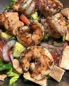 Homemade shrimp salad with pita bread croutons and a homemade sumac / lemon vinaigrette Avocado Tomato Salad, Lemon Vinaigrette, Shrimp Salad, Pita Bread, Potato Salad, Homemade, Meat, Ethnic Recipes, Medicine