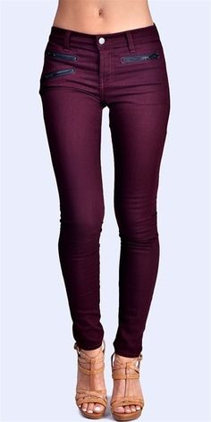Plum Jeans, so cute for fall! I'd like to try this color of jeans/leggings. Looks Style, Looks Cool, Style Me, Plum Jeans, Purple Jeans, Maroon Jeans, Denim Jeans, Look Fashion, Womens Fashion