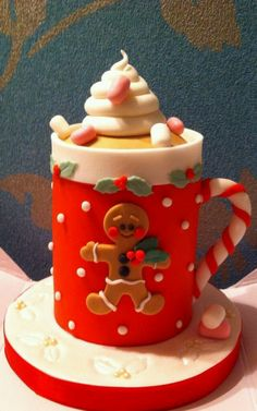 Beautiful mug themed Christmas cake. The design on the mug is also inspired by the gingerbread man who is also a popular figure during Christmas season. Decoration Craft Gallery Ideas] Related Beautiful Cake Designs that Are Out of This World Christmas Cake Designs, Christmas Cake Decorations, Christmas Cupcakes, Christmas Sweets, Holiday Cakes, Christmas Baking, Holiday Treats, Christmas Design, Christmas Ideas