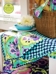 Yards and Yards: Free Pattern: Laminated Picnic Blanket from Amy Butler Picnic Quilt, Picnic Blanket, Quilting Projects, Sewing Projects, Fabric Crafts, Sewing Crafts, Diy Crafts, Quilt Patterns, Sewing Patterns