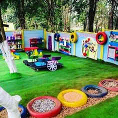 I don't know where this picture came from so I can't give credit but it is too nice not to share. If this is yours please contact me. Absolutely love this garden! I want it at home never mind in school! Kids Backyard Playground, Preschool Playground, Preschool Garden, Playground Design, Backyard For Kids, Outdoor Play Spaces, Kids Outdoor Play, Kids Play Area, Outdoor Learning
