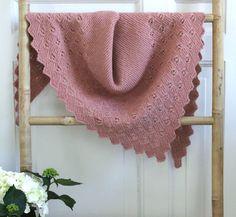 Gammelrosa sjal strikket på tværs