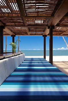 Would love to have something like this around the deck on our house for our big family. Pretty. Loving the blue. Oh the beach part too. :)