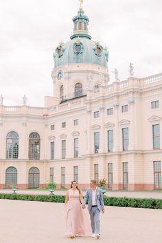Verlobungsfotos beim Schloss Charlottenburg Berlin mit Hochzeitsfotograf Miriam Kaulbarsch Louvre, Building, Travel, Park, Viajes, Buildings, Destinations, Parks, Traveling