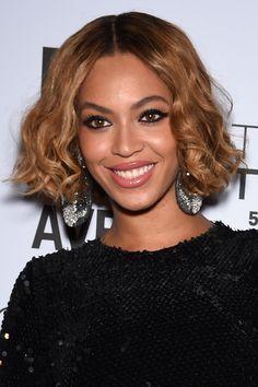 Coiffure afro : Le carré wavy de Beyoncé
