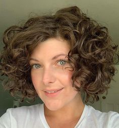 Hairstyles for Thick Curly Hair Young Girls Hairstyles, Curly Bob Hairstyles, Summer Hairstyles, Easy Hairstyles, Straight Hairstyles, Curly Hairstyle, Curly Hair Styles Easy, Thick Curly Hair, Short Curls