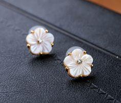Feminine Pearl White Shell Stud Earrings $5.98