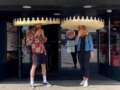 Burger King debuts social-distancing crowns in Germany - Business Insider Kfc, Burger King Crown, Five Dock, Vietnamese Restaurant, Fish Tales, Paper Crowns, Fast Food Chains, Socialism, Funny Photos