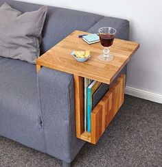 Couch-Caddy im Eigenbau - Home Decor Ideas Diy Furniture Couch, Furniture Design, Furniture Dolly, Furniture Makeover, Wood Projects, Woodworking Projects, Woodworking Plans, Wooden Couch, Coffee Table Design