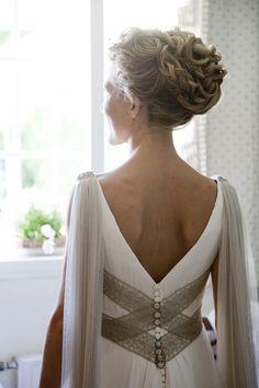 Hace unas semanas publiqué un post sobre los vestidos de novia a medida y hoy quiero empezar una nueva categoría en el blog para mostraros los mejores talleres de alta costura. Y uno de los grandes…