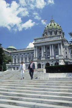 By Daniel Kelley   NORRISTOWN, Pa., Aug 2 (Reuters) - A suburban Philadelphia  county that is giving marriage licenses to gay couples despite a  Pennsylvania ban on same-sex nuptials went to court on Friday to  fight a state lawsuit aimed at halting the practice.