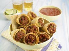 Pikante Tortillaröllchen mit Chorizo-Füllung – super als Vorspeise oder als kleiner Snack nebenbei.