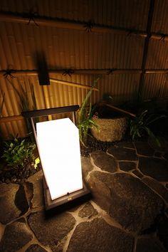 和風照明の優しい光 ガーデンクリエイト 高知県M様邸 Spectacular garden lighting by lighting professionals. Enjoy a dramatic, romantic, even mysterious scene comparing to a day time.