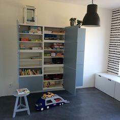 Er kan gespeeld worden! #speelgoedkast #knutselkast #spelletjeskast #vanallesennogwatkast vloer #woonbeton #ikeabesta behang van #fermliving #ikeastuva #speelkamer #speelhoekje #kinderhoek #kinderkamer Living Room Inspiration, Kidsroom, Playroom, Bookcase, Shelves, Instagram Posts, Closet, House, Home Decor