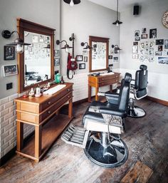 Creative vintage barber shop decor for top best design ideas manly interior stunning signs on . Barber Shop Interior, Barber Shop Decor, Salon Interior Design, Beauty Salon Interior, Interior Decorating, Salon Design, Design Shop, Men Design, Best Barber Shop