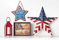 Celebrate the red, white and blue with Americana decor Country Kitchen Flooring, Country Dining Rooms, Country Furniture, Country Decor, Antique Brass Faucet, Plate Display, Country Style Homes, Decorating Your Home, Decor Styles