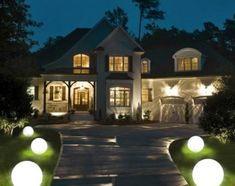 Świecące kuleto niezwykle oryginalne lampy nadające się zarówno do ogrodu jak i na taras. Pathway Lighting, European Fashion, European Style, Pathways, Garden Landscaping, Lights, Mansions, Landscape, House Styles
