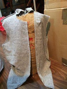Comme a mon habitude pour la confection de cette veste, j'ai suivit le patron Burda à la lettre. Or je doit avouer que si ils sont simple dans leur confection, les tailles c'est pas toujours ça. Et la c'était en l'occurrence HYPER GRAND.... les mannequin...