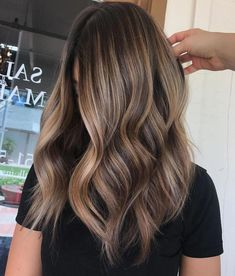 35 Balayage Hair Color Ideas for Brunettes in The French hair coloring technique: Balayage. These 35 balayage hair color ideas for brunettes in 2019 allow to achieve a more natural and modern eff. Brown Hair Balayage, Brown Blonde Hair, Brown Hair With Highlights, Balayage Brunette, Light Brown Hair, Hair Color Balayage, Blonde Brunette, Black Hair, Balayage Hair Caramel