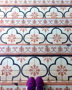 Asia is a paradise for tile lovers  --------------------------------------------#tiles #tilelove #tilesaddiction #tileaddiction #ihavethisthingfortiles #ihavethisthingwithtiles #ihavethisthingwithfloors #fromwhereistand #patterns #azulejos #walls #floors #urbanexplorer #exploringtheglobe  #travelgram #lamochilainfame #traveler #chiquileros #southeastasia #sudesteasiatico #tiles #backpacking #travelbug #neverstopexploring #Indonesia #geometry #kraton #yogyakarta by sannevita