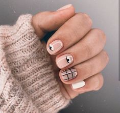 Get ready for some real art, on your nails though - Picasso nails and abstract manicure are taking over social media. Take a look at these chic manicures! Minimalist Nails, Nude Nails, My Nails, White Nails, Picasso Nails, Nail Art Vernis, Nagellack Trends, Manicure E Pedicure, Cute Acrylic Nails
