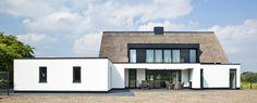 detaillering Foto's door Kuppens Fotografie – Gemert Modern Exterior, Exterior Design, Bungalow, Stucco Homes, Home Deco, My Dream Home, Custom Homes, Beautiful Homes, Building A House
