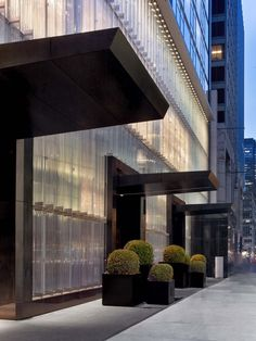 View deals for Baccarat Hotel and Residences New York. Guests enjoy the clean rooms. Avenue is minutes away. WiFi is free, and this hotel also features 2 bars and a spa. Entrance Design, Facade Design, Architecture Design, Hotel Architecture, Nyc Hotels, New York Hotels, Porte Cochere, Facade Lighting, Porche