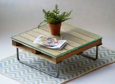 (this is for a doll house, but I'd like to make it for our back porch!) Upcycled Pallet Coffee Table 12th Scale by Artistique on Etsy,